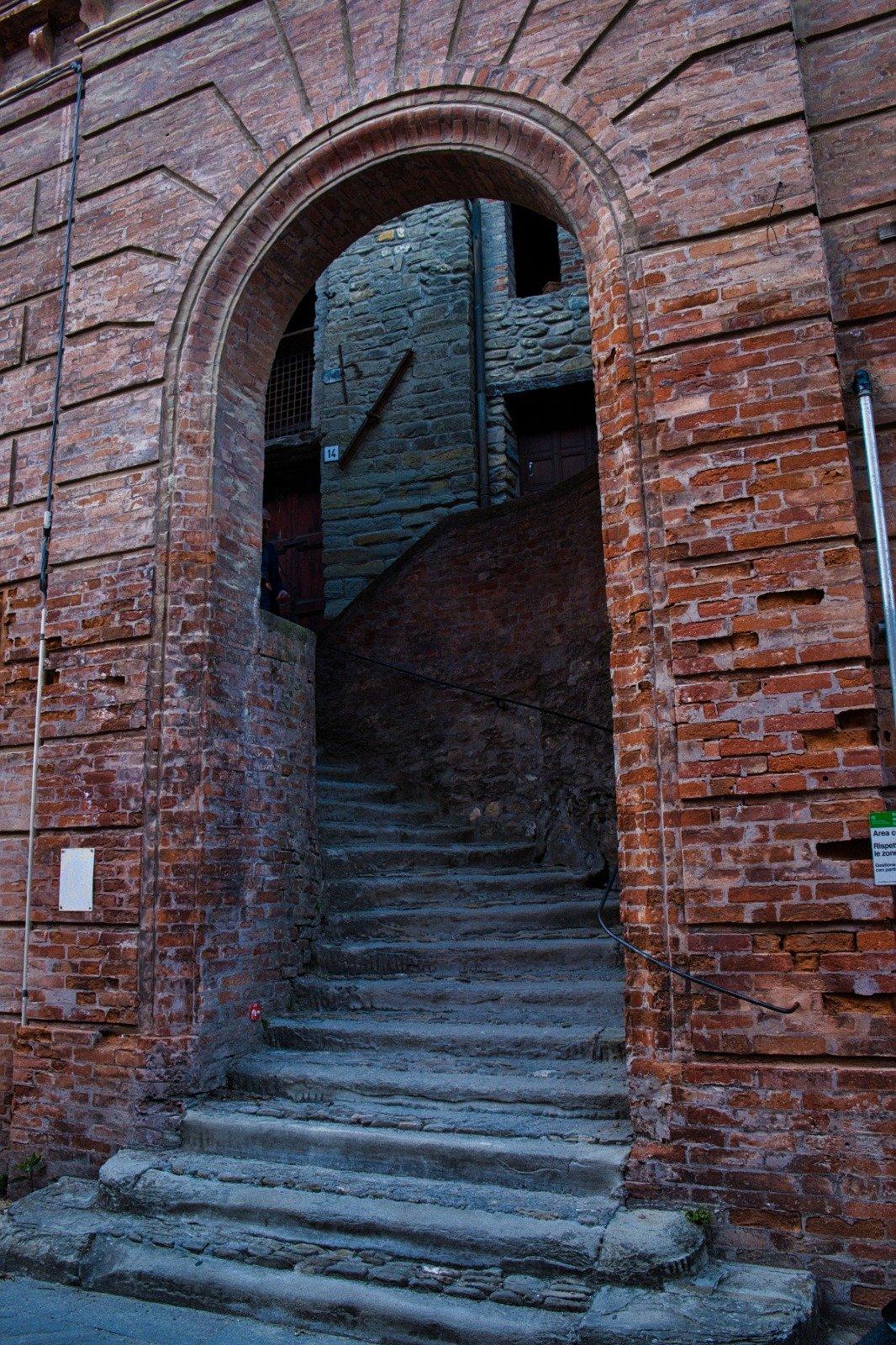 L'ingresso della porta delle dame di Brisighella