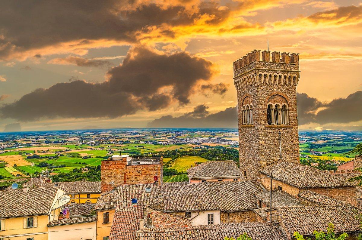 La Torre Civica di Bertinoro vista dall'alto