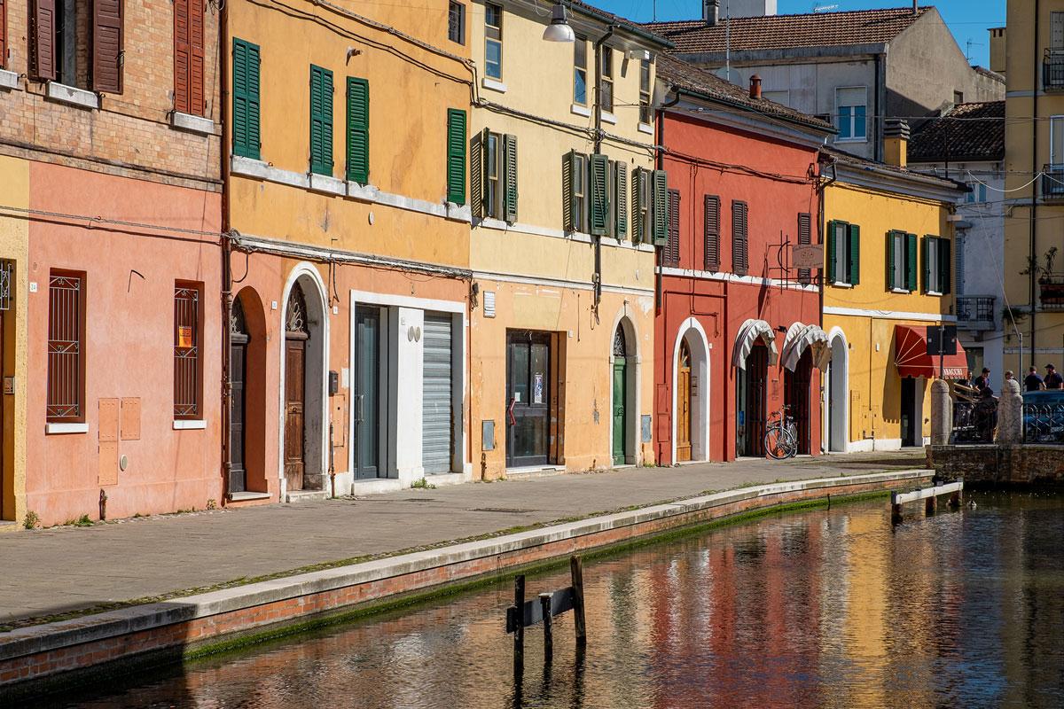 Case colorate di Comacchio