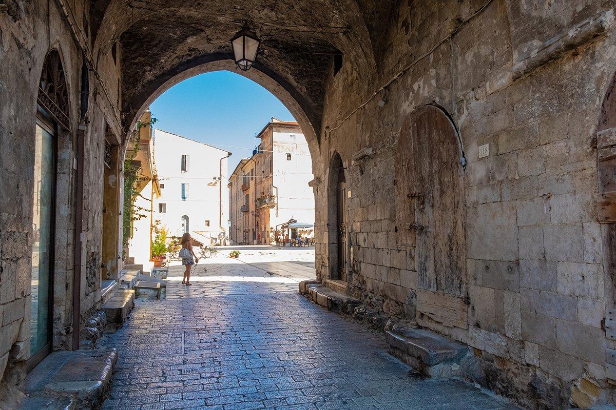 Arco del Foro Emiliano di Terracina