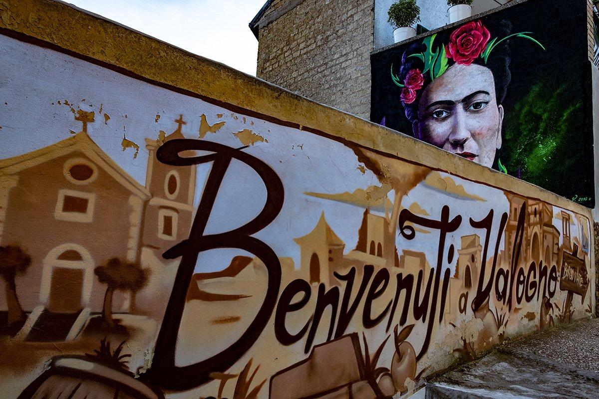 Murales Benvenuti a Valogno e quello di Frida Kalho