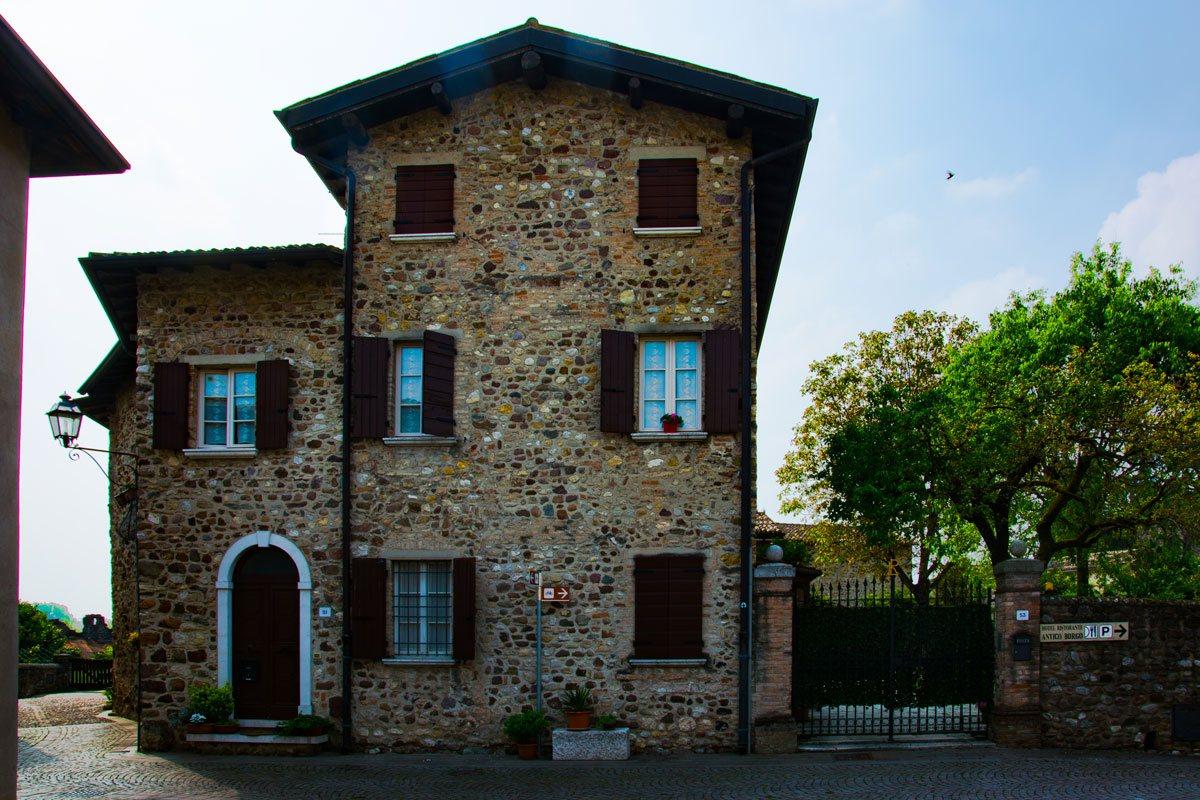 Una casa nel borgo di Castellaro Lagusello