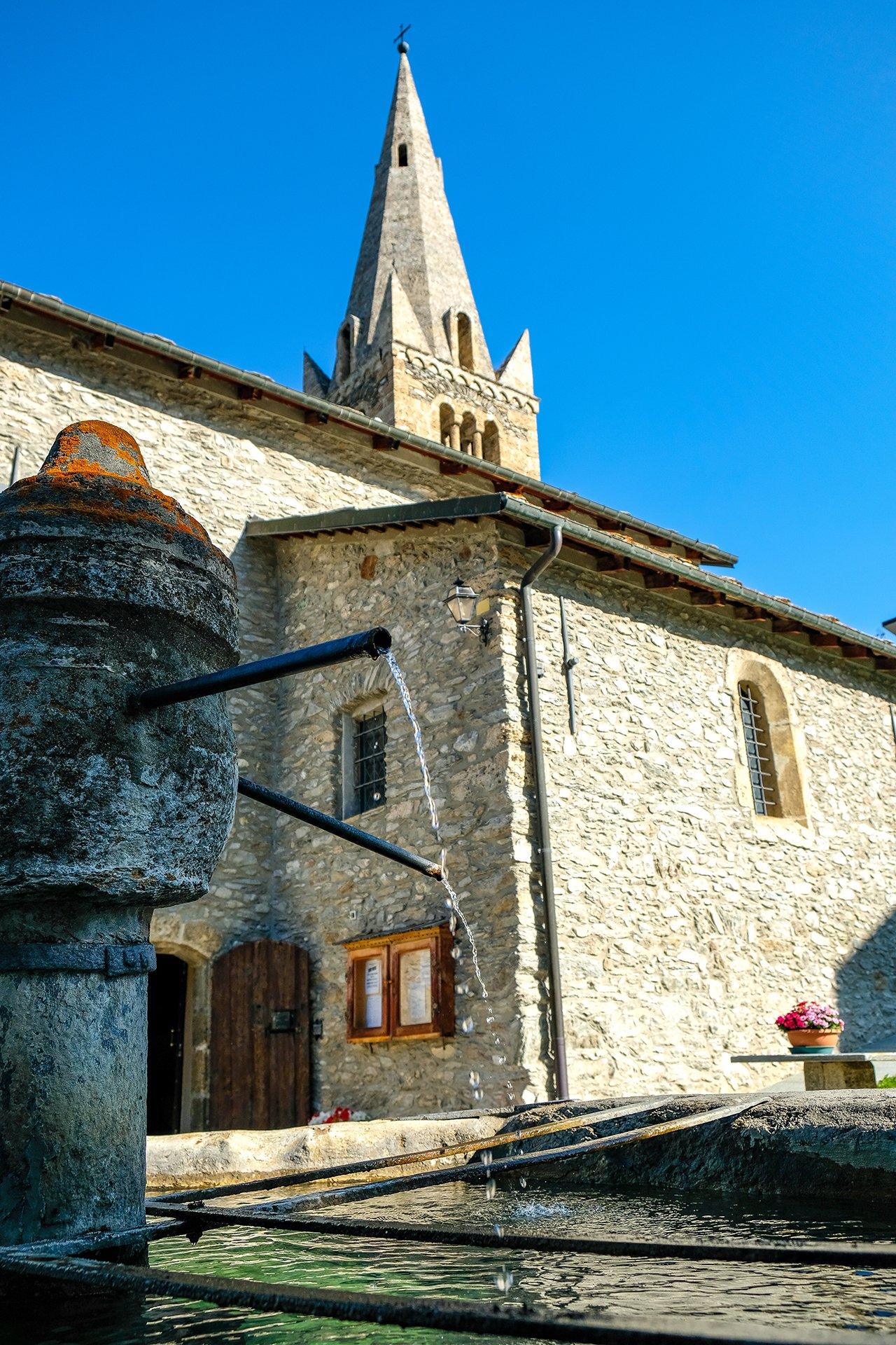 La fontana della chiesa di Sauze d'Oulx