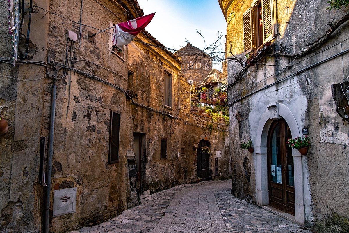 Un vicolo del borgo di Casertavecchia