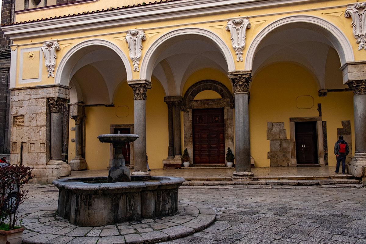 Piazza Sant'Alfonso-Sant'Agata de'Goti