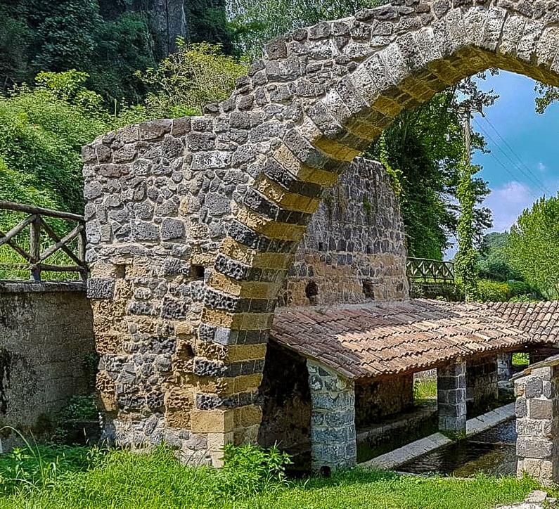 Lavatoio arco Sant'Agata de'Goti