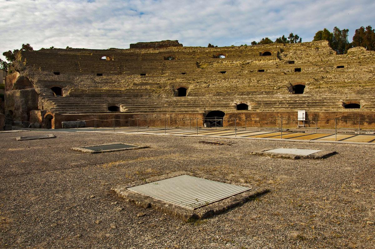 L'arena dell'Anfiteatro Flavio di Pozzuoli