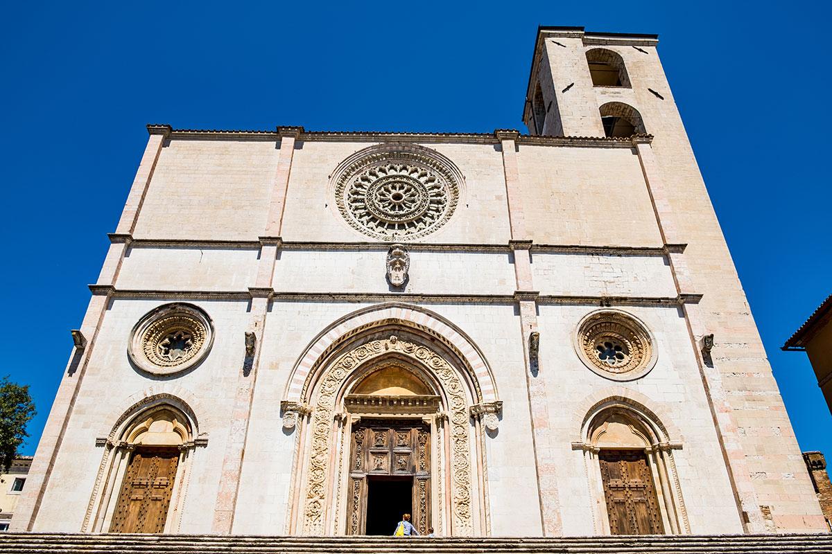 Dettaglio portale del Duomo di Todi