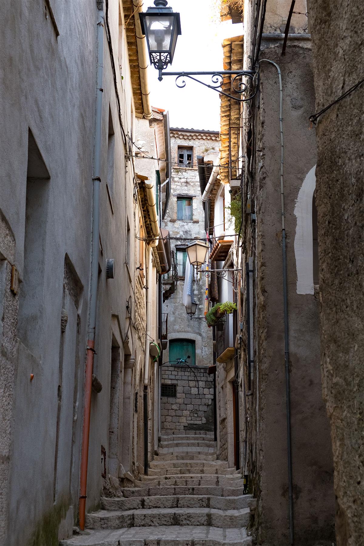 Vicoli centro storico Cusano Mutri